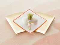 紅白まんじゅう 11007055950| 写真素材・ストックフォト・画像・イラスト素材|アマナイメージズ
