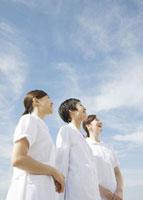 笑顔の女医と看護師 11007057314  写真素材・ストックフォト・画像・イラスト素材 アマナイメージズ