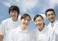 笑顔の医師と看護師 11007057315  写真素材・ストックフォト・画像・イラスト素材 アマナイメージズ
