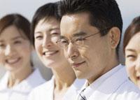 笑顔の医師 11007057350  写真素材・ストックフォト・画像・イラスト素材 アマナイメージズ