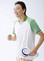ジョギングをする男性
