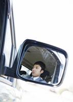 車を運転するビジネスマン 11007058173| 写真素材・ストックフォト・画像・イラスト素材|アマナイメージズ