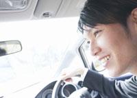 車を運転するビジネスマン 11007058272| 写真素材・ストックフォト・画像・イラスト素材|アマナイメージズ