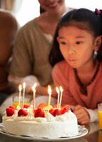 バースデーケーキと少女