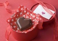 ハート形のチョコレートと手紙