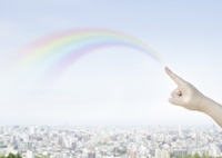 虹を描く手