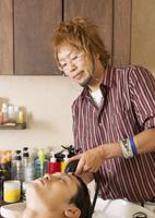 美容師 11007064705| 写真素材・ストックフォト・画像・イラスト素材|アマナイメージズ