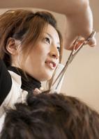 美容師 11007064707| 写真素材・ストックフォト・画像・イラスト素材|アマナイメージズ