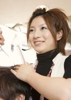 美容師 11007064708| 写真素材・ストックフォト・画像・イラスト素材|アマナイメージズ