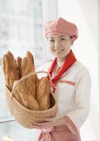 パン屋の女性店員