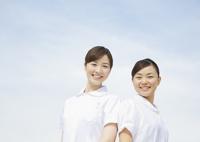 笑顔の看護師 11007064911  写真素材・ストックフォト・画像・イラスト素材 アマナイメージズ