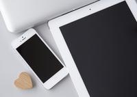 スマートフォンとタブレットPC 11007065211| 写真素材・ストックフォト・画像・イラスト素材|アマナイメージズ