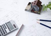 建築図面と建築模型 11007065216| 写真素材・ストックフォト・画像・イラスト素材|アマナイメージズ