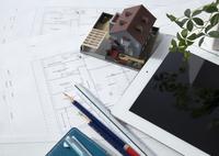 建築図面と建築模型とタブレットPC