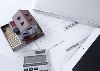 見積書と建築模型 11007065220| 写真素材・ストックフォト・画像・イラスト素材|アマナイメージズ