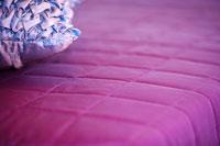 Pillow on the bed 11010006495| 写真素材・ストックフォト・画像・イラスト素材|アマナイメージズ
