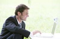 Man working on laptop with web camera 11010007554| 写真素材・ストックフォト・画像・イラスト素材|アマナイメージズ