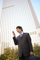 businessman standing with brief case 11010011342| 写真素材・ストックフォト・画像・イラスト素材|アマナイメージズ