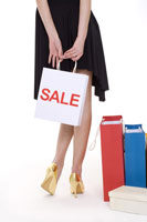 Teenage girl holding shopping bag 11010038509  写真素材・ストックフォト・画像・イラスト素材 アマナイメージズ