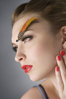 girl with makeup & feather on eyebrow 11010038538| 写真素材・ストックフォト・画像・イラスト素材|アマナイメージズ
