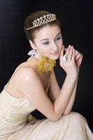 girl in formal dress wearing crown 11010038659  写真素材・ストックフォト・画像・イラスト素材 アマナイメージズ