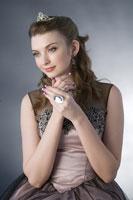 Teenage girl in formal dress 11010038682  写真素材・ストックフォト・画像・イラスト素材 アマナイメージズ