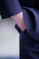 Close-up of man's hands in pockets 11010043797| 写真素材・ストックフォト・画像・イラスト素材|アマナイメージズ