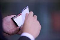 Close-up of man's hands holding name card 11010043803| 写真素材・ストックフォト・画像・イラスト素材|アマナイメージズ