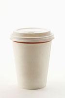 A paper coffee cup 11010044269| 写真素材・ストックフォト・画像・イラスト素材|アマナイメージズ