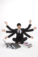 Businessman with multiple arms sitting among laptop, file fo 11010046284| 写真素材・ストックフォト・画像・イラスト素材|アマナイメージズ