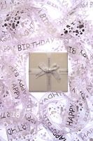 Gift box in tangled birthday ribbon 11010047904| 写真素材・ストックフォト・画像・イラスト素材|アマナイメージズ