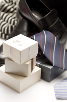 Pile of gift boxes with ties and leather shoes 11010047907| 写真素材・ストックフォト・画像・イラスト素材|アマナイメージズ