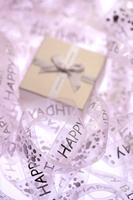 Happy birthday ribbon and birthday present 11010047946| 写真素材・ストックフォト・画像・イラスト素材|アマナイメージズ