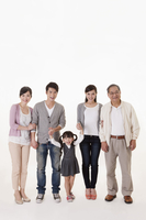 Three Generation Family standing and smiling at the camera together 11010049215  写真素材・ストックフォト・画像・イラスト素材 アマナイメージズ