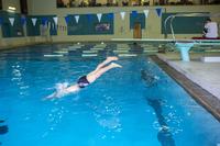 Young man jumping in the swimming pool 11010050941| 写真素材・ストックフォト・画像・イラスト素材|アマナイメージズ