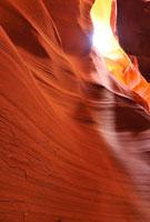 アンテロープキャニオンの岩肌と光
