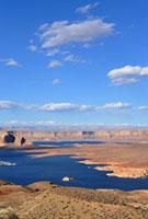 レイクパウエルの大地と青空と雲
