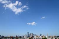 都市と空 11011011818| 写真素材・ストックフォト・画像・イラスト素材|アマナイメージズ