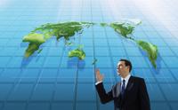 世界地図と白人男性