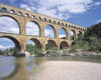 ポンデュガール水道橋 フランス 11012008783| 写真素材・ストックフォト・画像・イラスト素材|アマナイメージズ