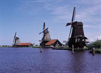 ザーンセスカンスの風車と運河 オランダ