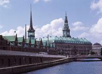 クリスチャンボー城と証券取引所 デンマーク 11012009096| 写真素材・ストックフォト・画像・イラスト素材|アマナイメージズ