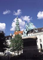 コペンハーゲンの街並みと銅像 デンマーク 11012009107| 写真素材・ストックフォト・画像・イラスト素材|アマナイメージズ