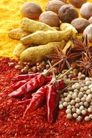 赤唐辛子と白胡椒とウコンとナツメグと八角