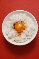 卵かけご飯 11012012572| 写真素材・ストックフォト・画像・イラスト素材|アマナイメージズ