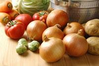 タマネギとジャガイモとトマトとキャベツとニンジン
