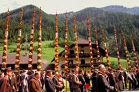 夏至の飾柱祭
