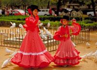 フェリアの祭でフラメンコを踊る女性