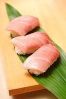 にぎり寿司(マグロ中トロ)