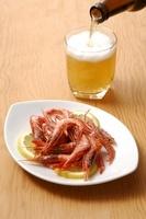 エビの唐揚げとビール(発泡酒)